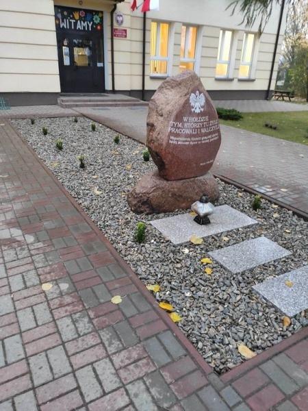 Pomnik-3