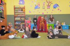 Przedstawienie przedszkolaków z okazji Dnia Pluszowego Misia